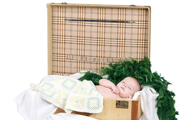 baby boy in studio - jungendecken häkeln stock-fotos und bilder