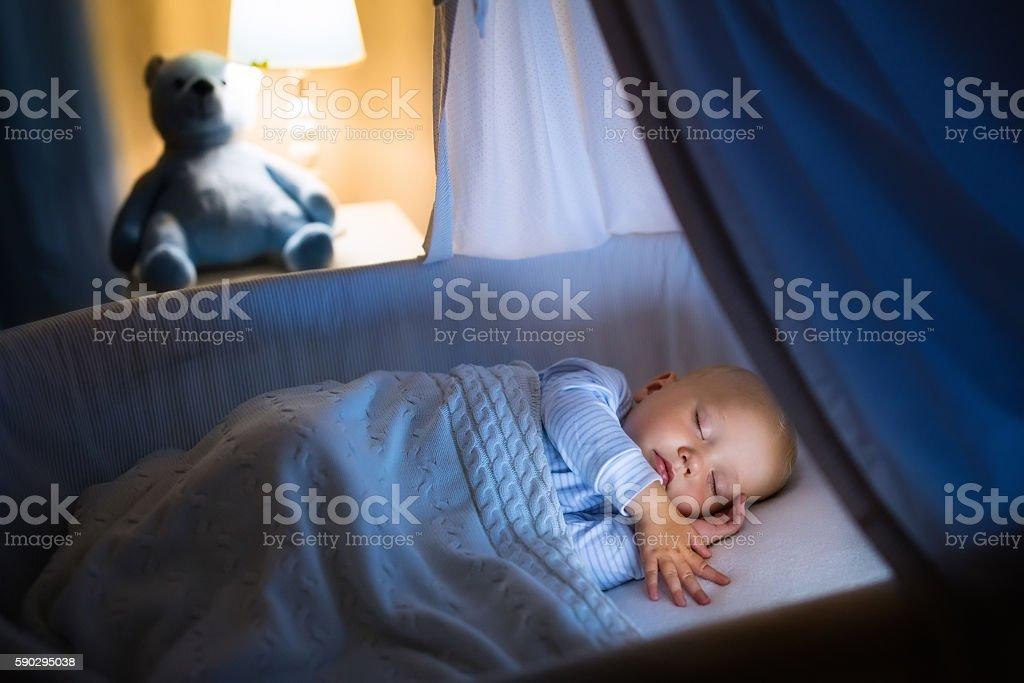 Baby boy sleeping at night royaltyfri bildbanksbilder