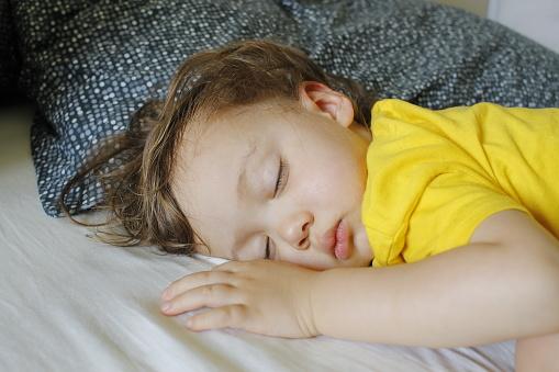 Baby Jongen Peuter Met Slapen Nap Stockfoto en meer beelden van Baby