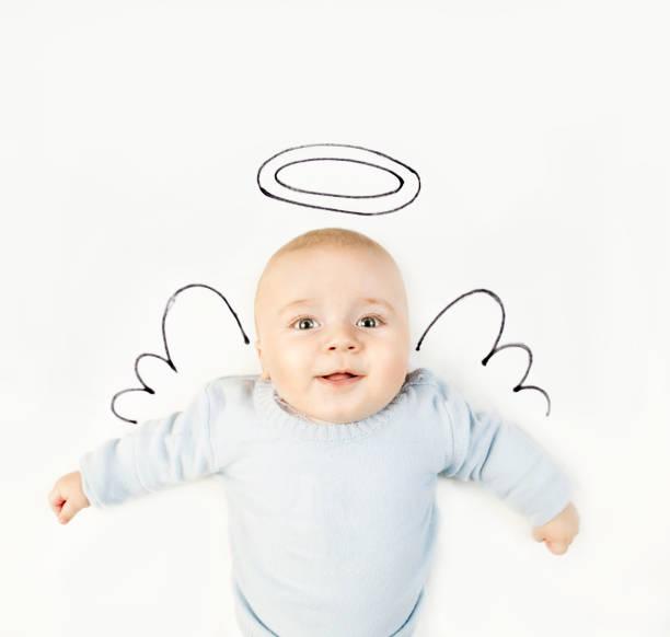 babymode – jungen mit engel flügel - engel zeichnen stock-fotos und bilder