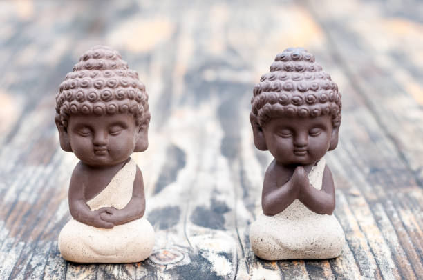 Baby Budda Statues, Teacher or master and apprentice. Two little monks. Meditation and zen, relaxation concept – Foto