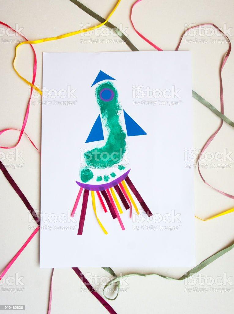 Babyfeier Handwerk Idee Fußabdruck Rakete Für Papa Stock-Fotografie ...