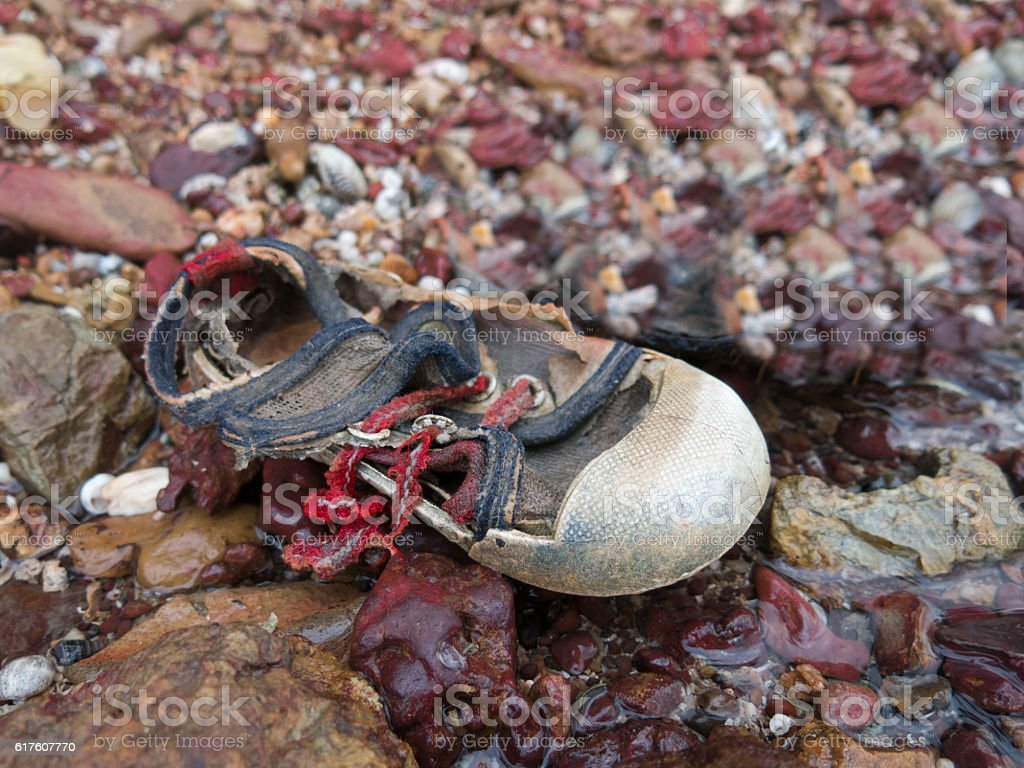 Baby Child Torn Loss Shoe Clothing Discarded Shore Concept – Foto