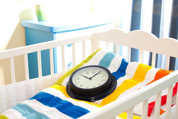 kinderbett - schwangerschaft timeline stock-fotos und bilder