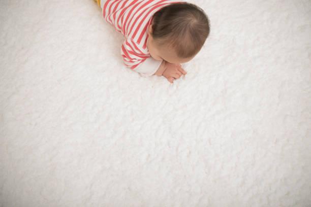 Baby crawling on mat picture id939939160?b=1&k=6&m=939939160&s=612x612&w=0&h= fg1hijeykuxbya5esyjj5ljmu1vs2nceoftsfoijh8=