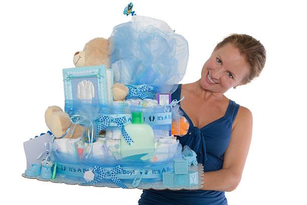 baby windel kuchen mit diffrent artikel präsentiert werden - windel partys stock-fotos und bilder