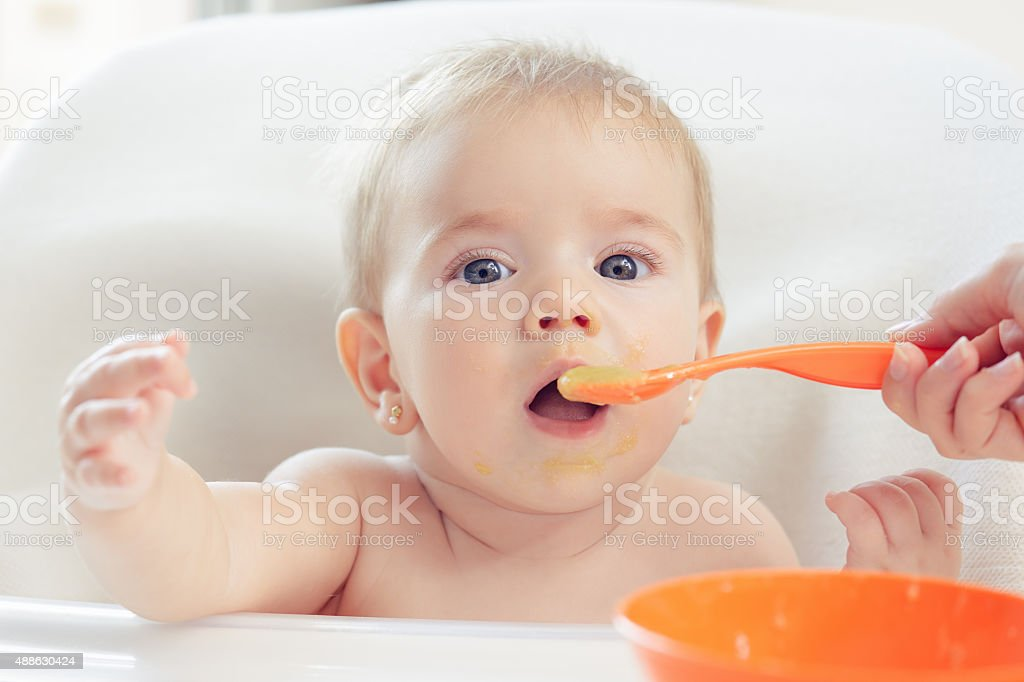 Bebé comer - Foto de stock de 2015 libre de derechos