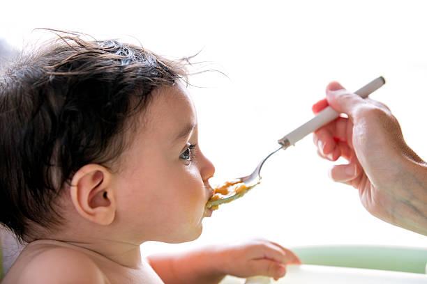 baby-Essen-pasta aus spoon – Foto