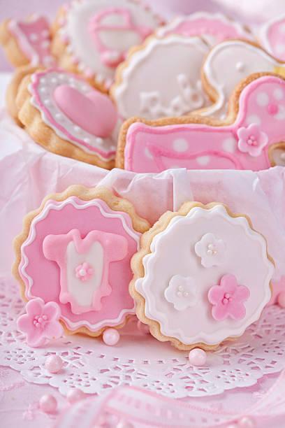 baby mädchen kekse - spitzenkekse stock-fotos und bilder