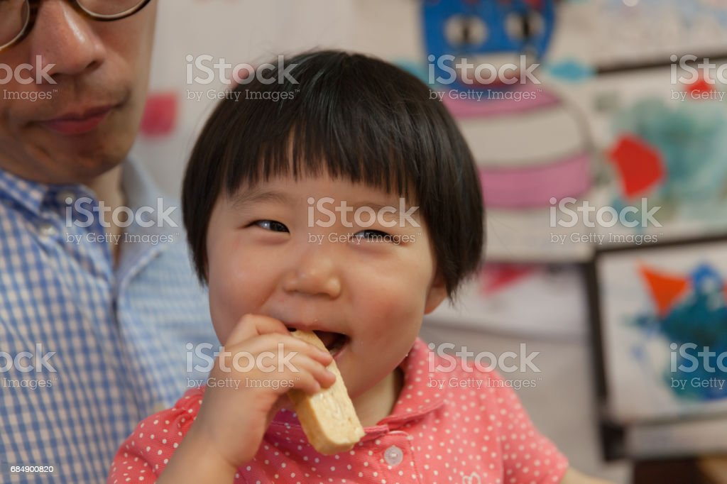 Babymädchen Essen Lizenzfreies stock-foto