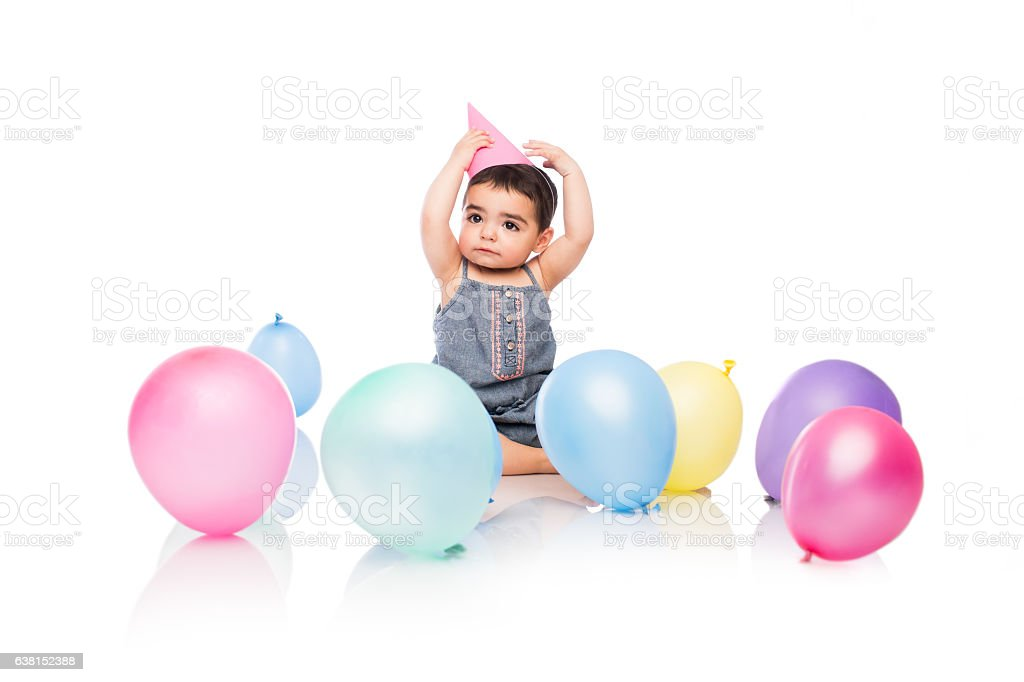 Baby girl holding party had on head - foto de stock