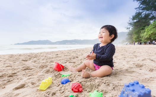 Baby Girl Laughing On The Beach Can Use For Learning And Playing Concept - Fotografias de stock e mais imagens de Ao Ar Livre