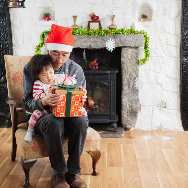 Baby girl open christmas gift box with dad picture id863167370?b=1&k=6&m=863167370&s=612x612&w=0&h=ev86rjky89ed8hvf0g171byhi rqnicjbarg4emskco=