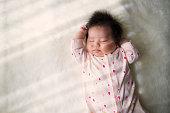 istock Baby girl sleeping at home. 522789340