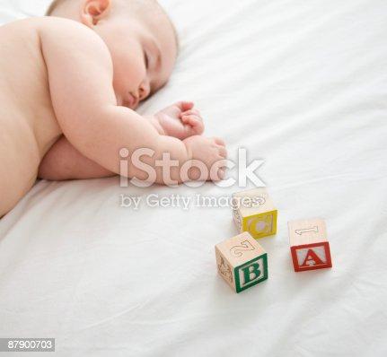 istock Baby girl (6-9 months) sleeping on bed. 87900703