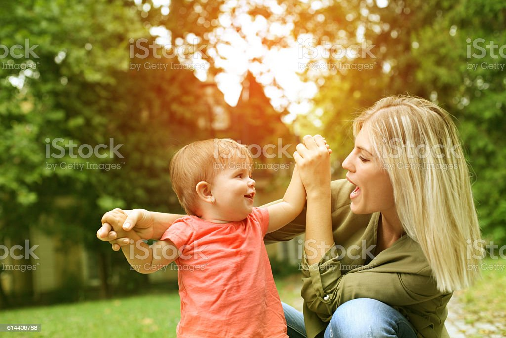 Baby girl with mother outdoor. – Foto
