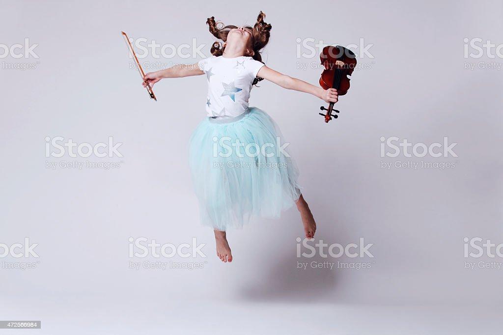 Bebé Chica con violín - foto de stock