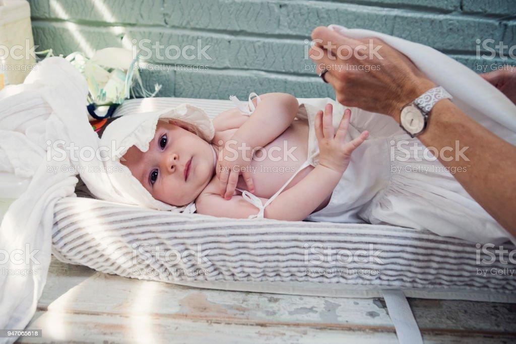 Photo Libre De Droit De Bebe Fille Avec Bonnet De Dentelle Blanche