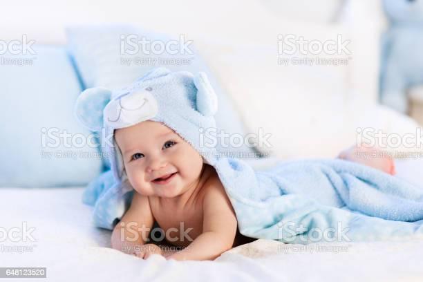 Baby in towel after bath in bed picture id648123520?b=1&k=6&m=648123520&s=612x612&h=qykiyxwgfdhmtaj86fkkvdh88lrq09p9m0jvv7tr63i=