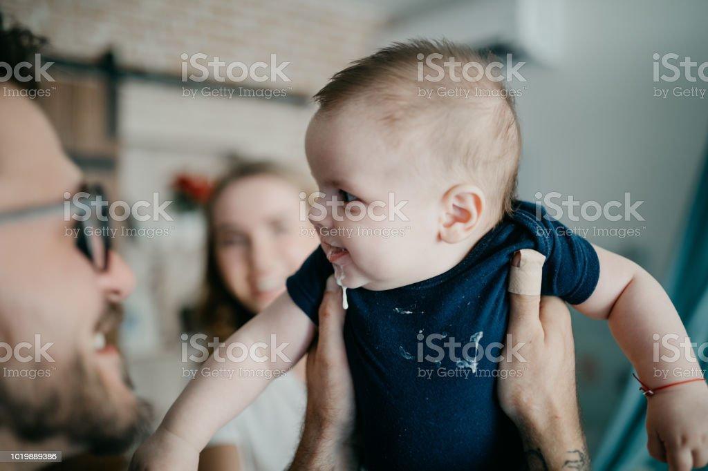 Baby Kleinkind Nicht Gefühl Gut Und Erbrechen Stock Fotografie Und