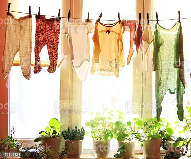 Baby Wäsche Auf Einer Wäscheleine Aufhängen Stockfoto und mehr Bilder von Wäsche