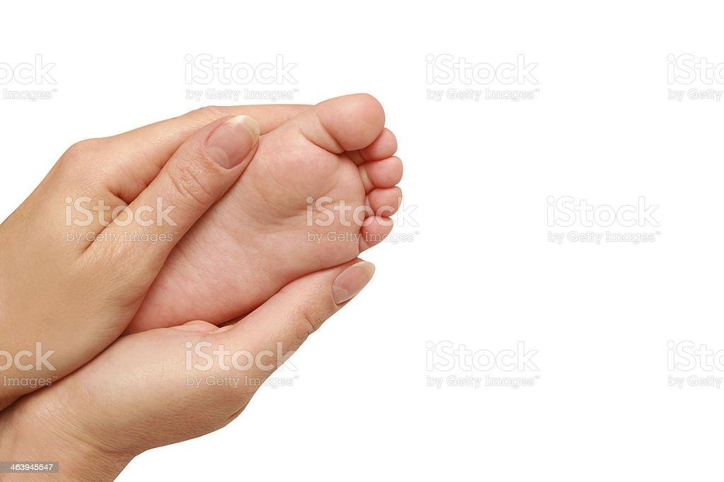 baby Bein in weibliche Hände – Foto