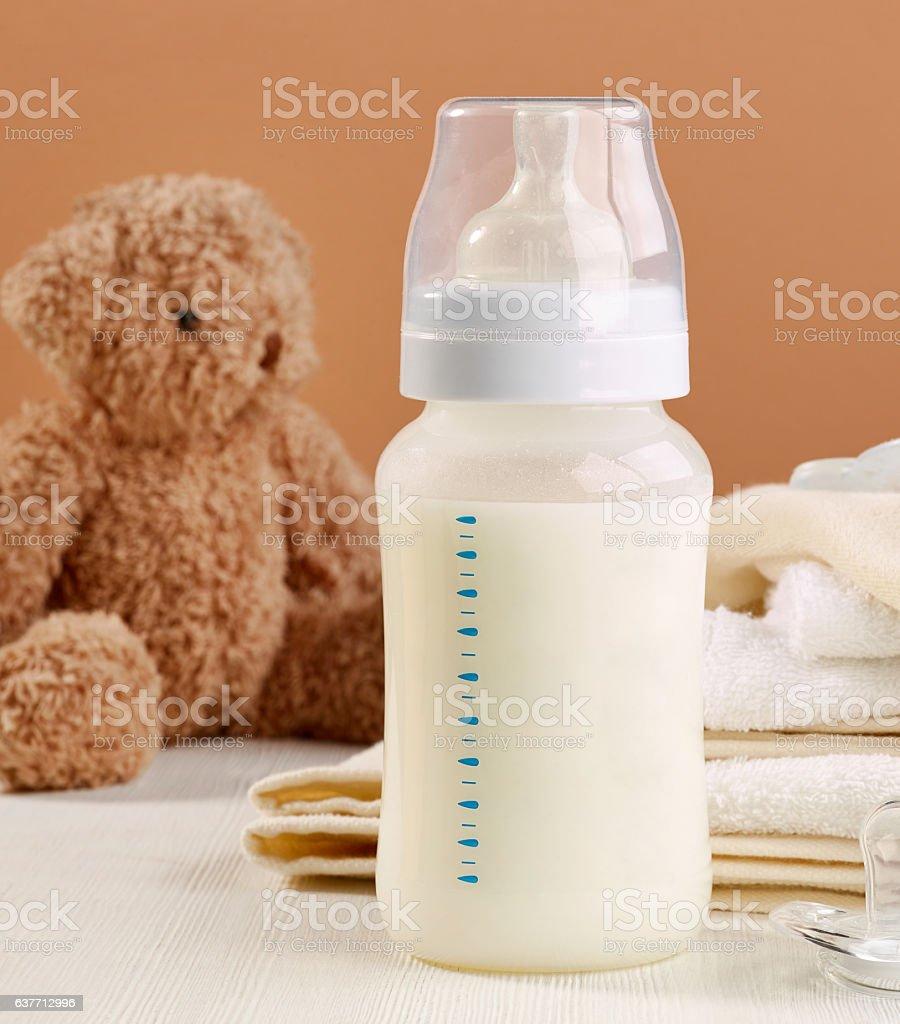 baby milk bottle foto
