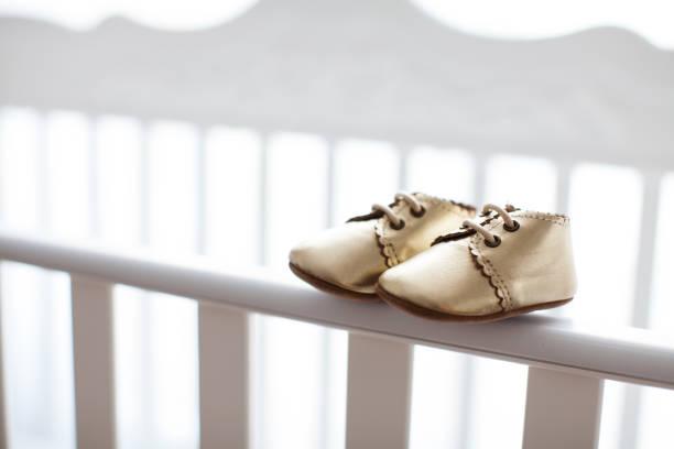 baby-schuhe - babyschuh stock-fotos und bilder