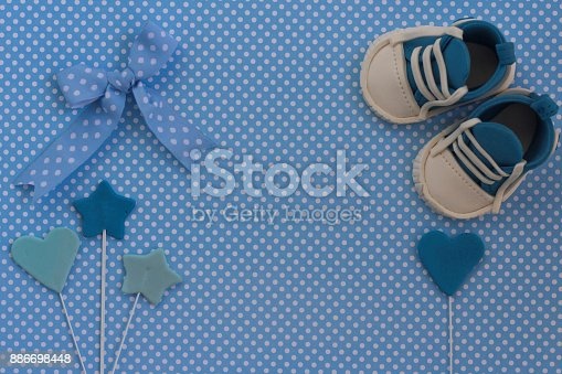 886700726istockphoto Baby shower invitation. Newborn background 886698448