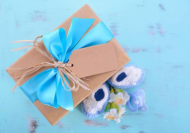 baby-dusche für jungen seine eine natürliche körperpackung geschenk - geschenk zur taufe stock-fotos und bilder