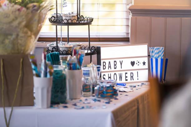 mesa dulce de la ducha de bebé - baby shower fotografías e imágenes de stock