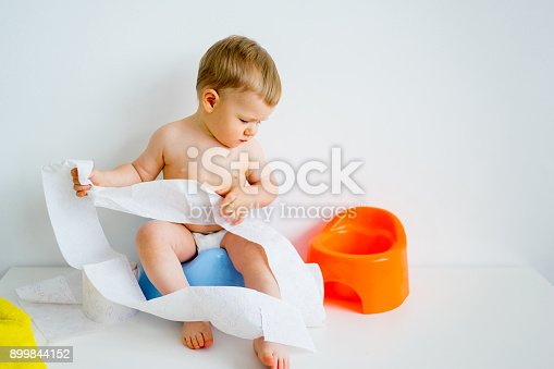 istock Baby sitting on a potty 899844152