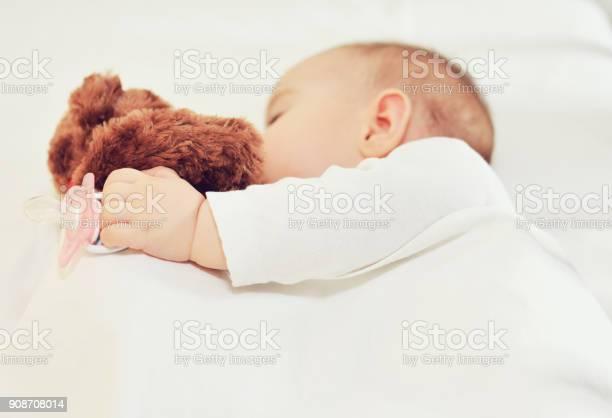 Baby sleeping with teddy bear picture id908708014?b=1&k=6&m=908708014&s=612x612&h=oihvgreuzbxoqzukpigbffimjkplprpqsita4oayk6g=