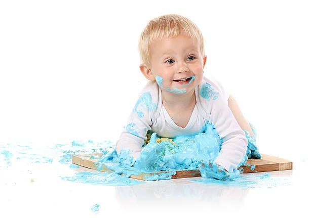 baby hammer-kuchen - windel partys stock-fotos und bilder