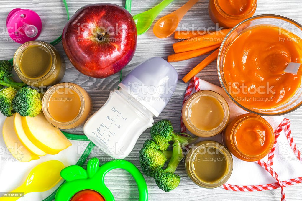 baby vegetable puree on wooden background top view – Foto