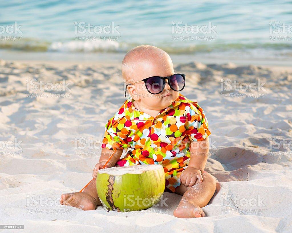 Baby mit Kokosnuss – Foto