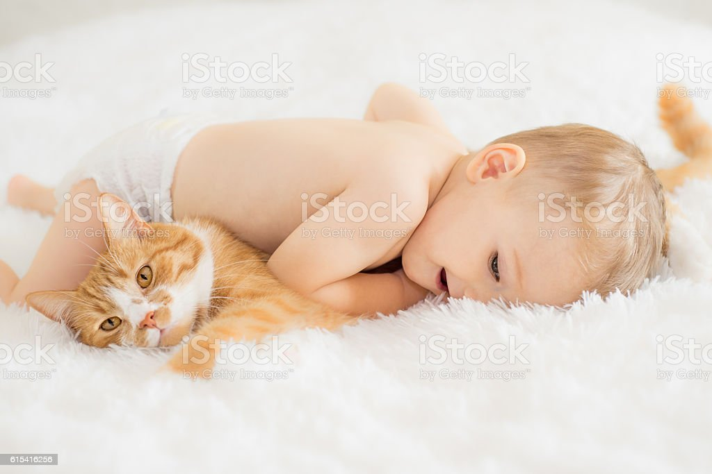 Baby with his cat - Photo