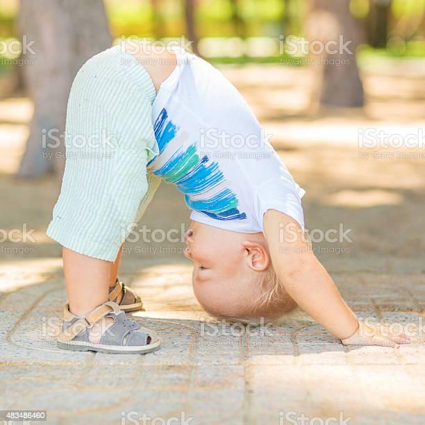 Baby yoga picture id483486460?b=1&k=6&m=483486460&s=612x612&h=r6lnlxn6vsfzxyt6a13cn9rzr6tnyher pl4zibgwba=