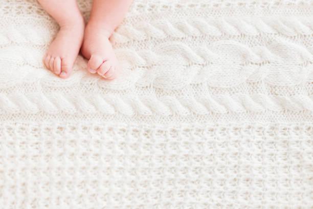 Babys feet on white knitted background little childs bare feet cozy picture id1124371739?b=1&k=6&m=1124371739&s=612x612&w=0&h=hllpg3o0tr1p7qfjpffsholvm25i74vtp73xtfvlvem=