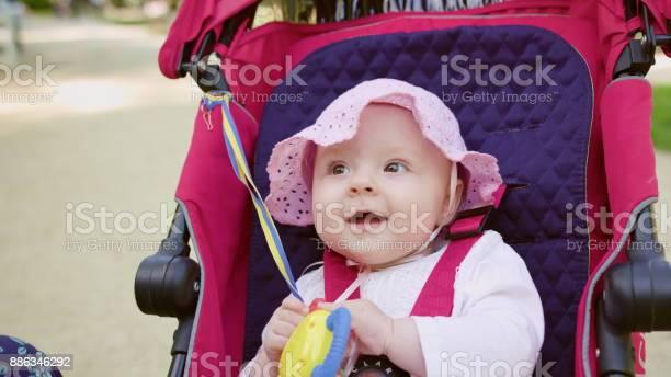 Babys sitting in a stroller in the park picture id886346292?b=1&k=6&m=886346292&s=612x612&h=fj3klgivygnjajmcumvbzxoaurd90rvm7kb3h7axpms=
