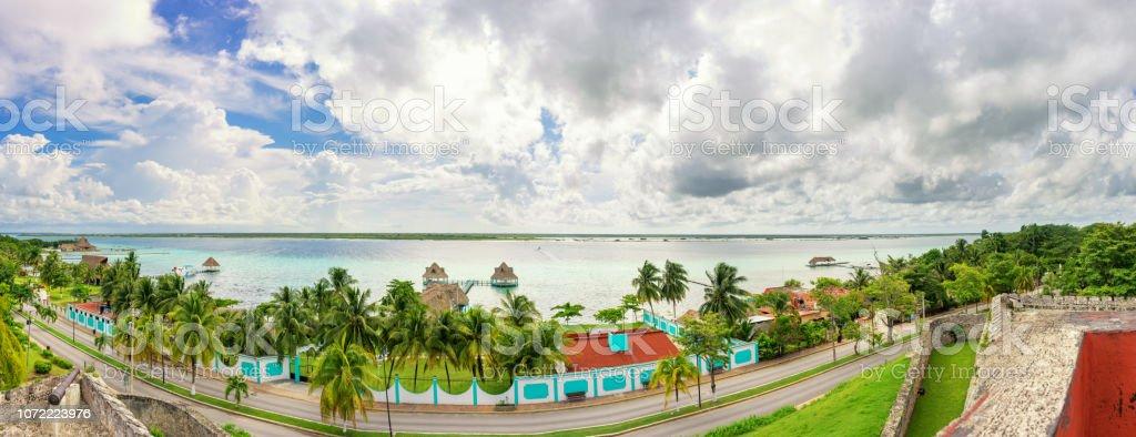 Vista de la laguna de Bacalar - foto de stock
