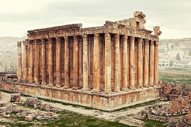 templo de baco, baalbek - beirut fotografías e imágenes de stock