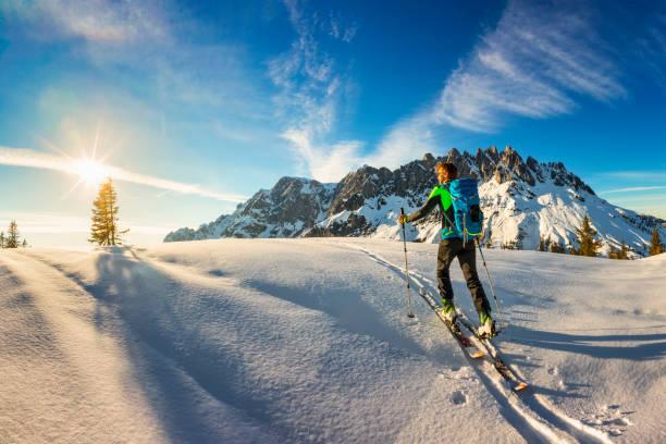 Hinterland-Ski-Tournee in Almen mit Hochkönig im Hintergrund-Alpen – Foto