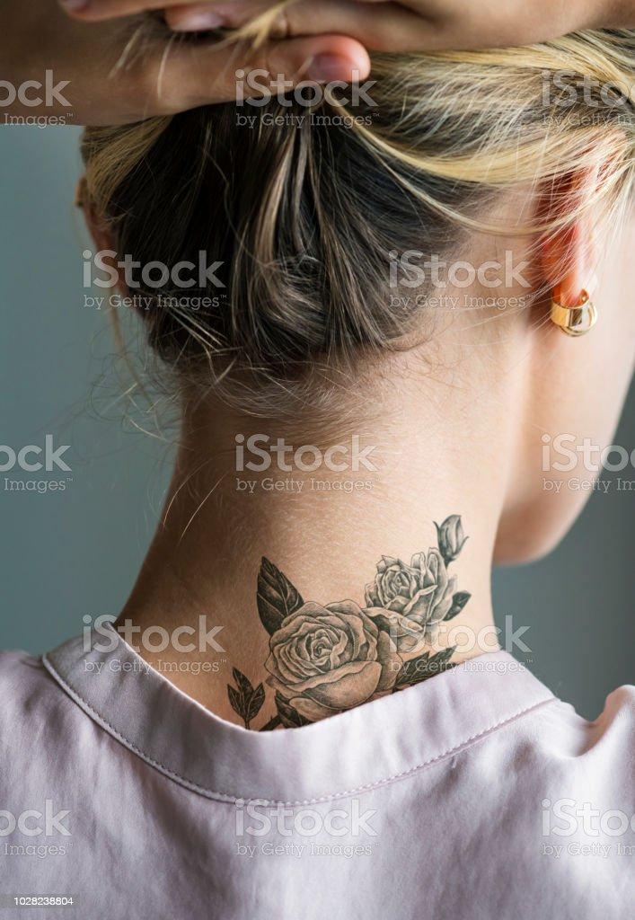 Tattoos frauen nacken