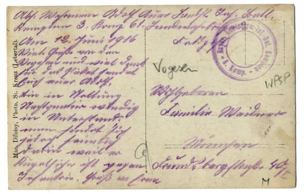 Rückseite einer alten Postkarte mit deutscher Handschrift – Foto