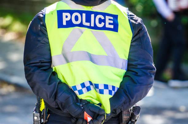 Rücken des Polizisten – Foto