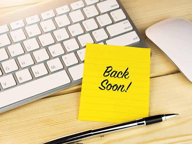 Back soon on sticky note on work table Back soon on sticky note on work table ASAP stock pictures, royalty-free photos & images