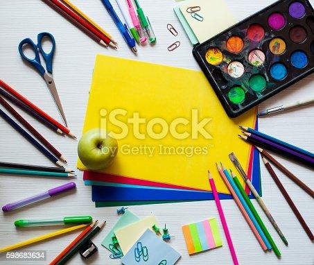 639376084 istock photo Back to school background 598683634
