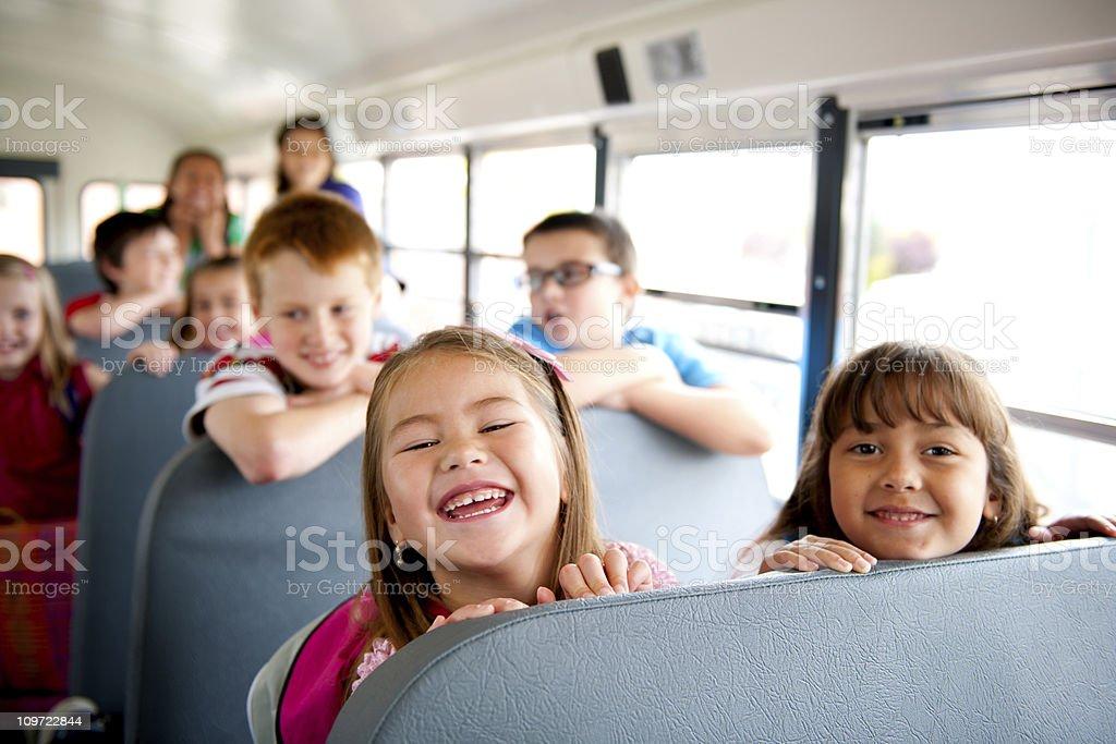 A autobús escolar - foto de stock