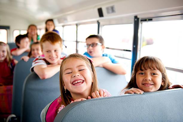 a autobús escolar - autobuses escolares fotografías e imágenes de stock